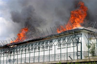 Flames and smoke rise from the burning Administrative Detention Center of Vincennes on June 22(Photo: AFP)