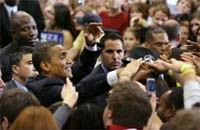 Barack Obama (left) greets supporters in St. Paul, Minnesota(Photo: Reuters)
