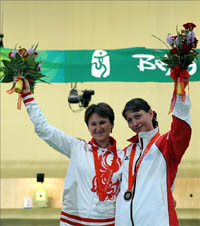 Silver medalist Natalia Paderina from Russia (L) with Bronze medalist Nino Salukvadze of Georgia.(Photo: AFP)