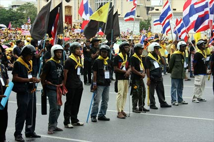 A group of protesters from the PAD in Bangkok, 2 August 2008.(Photo: Mark Micallef, creative commons)