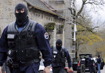 Police sent to arrest sabotage suspects in Tarnac, Corrèze, November 2008.(Photo: Reuters)