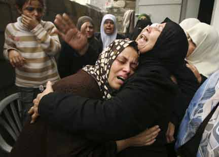 Relatives of Tawfiq Qanan, who was killed in an Israeli air strike, mourn during his funeral in Gaza (Photo: Reuters)