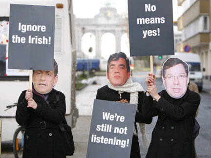 People wearing masks depicting France's President Nicolas Sarkozy (L), Britain's Prime Minister Gordon Brown (C) and his Irish counterpart Brian Cowen (R), take part in a protest against European Union leaders' plans to look for a fresh vote by the Irish on the Lisbon treaty(Photo: Reuters)
