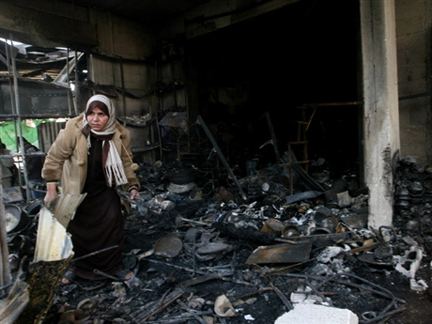 A Palestinian woman searches the rubble at the al-Abrar mosque after Israeli air strikes in Rafah.(Photo: AFP)