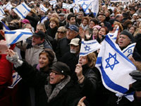 Demonstrators near the Israeli embassy in Paris on Sunday(Photo: Reuters)