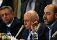 Hamas' Moussa Abu Marzouk (R) Fateh's Ahmed Qurei (C) and former minister Mustafa Barghouti in Cairo(Photo: Reuters)
