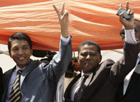 Andry Rajoelina (L) greets his supporters with Monja Roindefo, the man he named Prime Minister(Photo: Reuters)