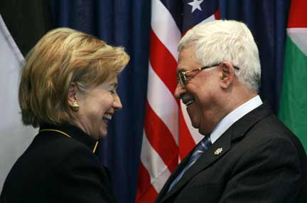 Clinton (L) with Abbas(Photo: Reuters)