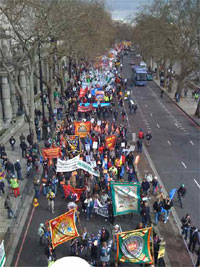 "The start of the London march captured on a mobile phone, 28 March 2009(Photo: John Sargent, <a href=""http://twitpic.com/photos/Sitewriters"" target=""_blank"">via Twitter</a>)"