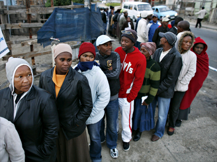 South Africans going to the polls in Cape Town's Khayelitsha township on 22 April 2009(Photo: Reuters)