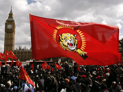 Tamil demonstrators outside parliament in London on 7 April 2009(Photo: Reuters)
