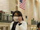 A woman wears a mask in Grand Central Station, 30 April 2009 in New York.(Photo: AFP)