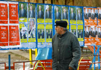 Posters during the last Romanian election in November 2008 (Photo: Reuters)