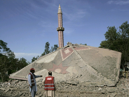 A mosque bombed in Nowshera, Pakistan, 12 June 2009(Photo: Reuters)