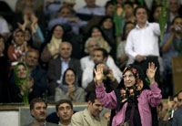 Zahra Rahnavard, Mir-Hossein Musavi's wife speaks at a rally in Tehran, 23 May 2009.(Photo: Reuters)