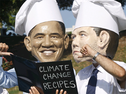 Activists from Oxfam wearing masks of US President Barack Obama and Russian President Dmitry Medvedev in Rome on 8 July 2009(Photo: Reuters)