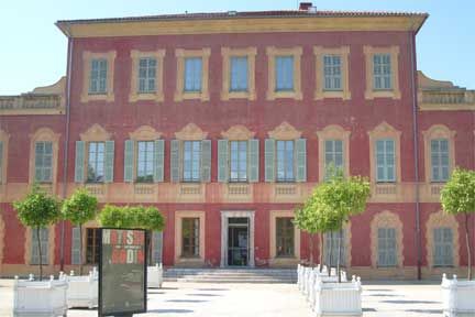 The Matisse Museum in Nice's Cimiez park is the perfect example of a Mediterranean-style villa, with its red-ochre façades.(Photo: Carly Jane Lock/RFI)