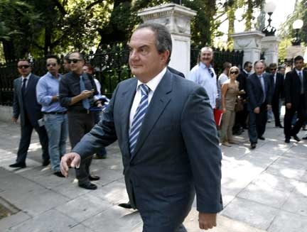 Greek Prime Minister Costas Karamanlis arrives at his office in Athens (Photo: Reuters)