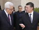 Jordan's King Abdullah (R) welcomes Palestinian President Mahmoud Abbas on his arrival at the Royal Palace in Amman 19 September (Photo: Reuters)