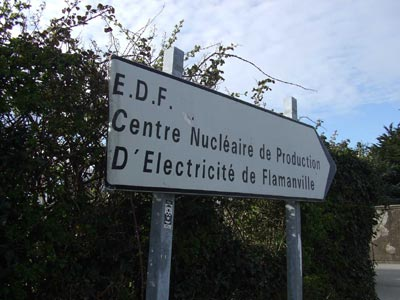 Security prevented RFI's reporter from going beyond the sign-post to a French nuclear site in Normandy, October 2009(Photo: Philip Turle/RFI)