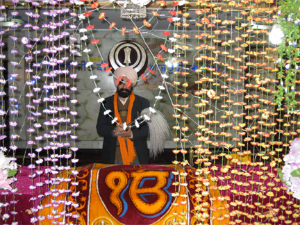 Daya Singh Anjaan, spokesperson of the Afghan Hindu-Sikh Society, in the Dharamsal temple(Photo: Tony Cross)