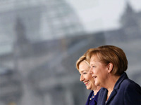 German Chancellor Angela Merkel and US Secretary of State Hillary Clinton in Berlin on 9 November(Photo: Reuters)