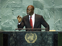 Djimon Hounsou addresses summit on climate change in September 2009(Photo: UN/Marco Castro)
