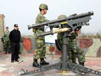 US soldiers demonstrate weaponry to Taiwan's Defence Minister(Photo: Taiwan Military News Agency handout via Reuters)