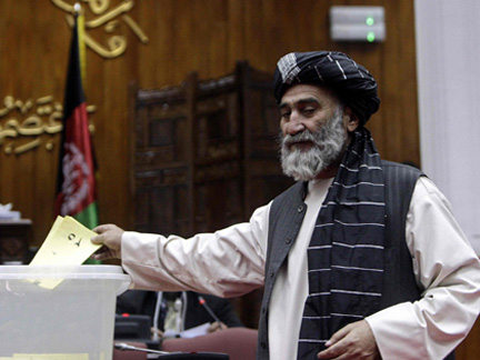 An Afghan parliament member votes on the cabinet in Kabul, 2 January 2010.Photo: Reuters/Omar Sobhani