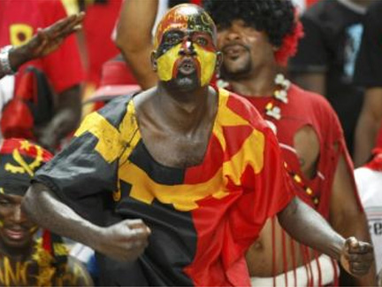 Angolan soccer fans react during their African Nations Cup soccer match against Algeria in Luanda(Photo: Reuters)