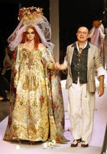 fd73b95c0 El modista Christian Lacroix presentó su colección Alta Costura  otoño-invierno 2007 08.