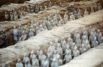 statue empereur chinois en terre cuite