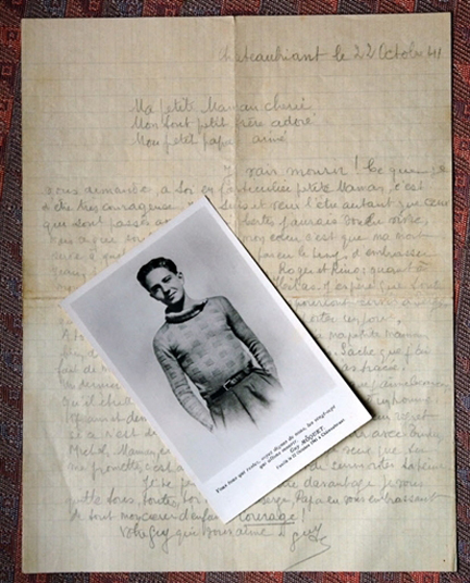 La lettre originale de Guy Môquet et sa photo.( Photo : AFP )