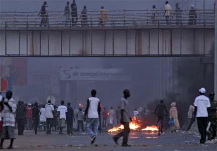 Scène d'émeute à Dakar.(Photo : Reuters)