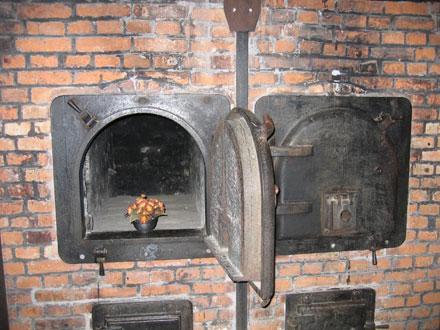 Auschwitz birkenau symbole de la shoah rfi savoirs for Auschwitz chambre a gaz