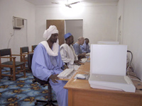 Salle d'archivage électronique au sein de l'Institut Ahmed Baba à Tombouctou.