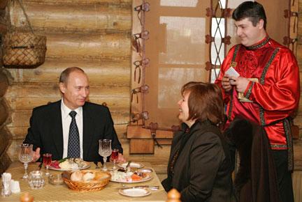 Vladimir poutine et sa femme lioudmila, dans un restaurant à moscou