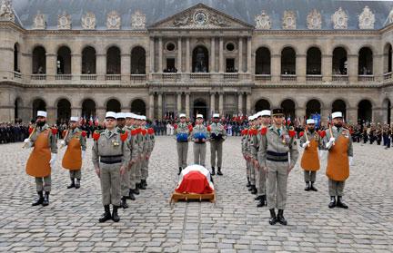 Honneurs militaires rendus à Lazare Ponticelli ce lundi 17 mars 2008.(Photo : Reuters)