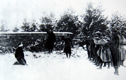1917 - Execution à Verdun lors des mutineries(Photo: Paris, Bibliothèque nationale)